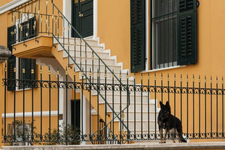 Jakie właściwości powinny mieć osłony balkonowe?