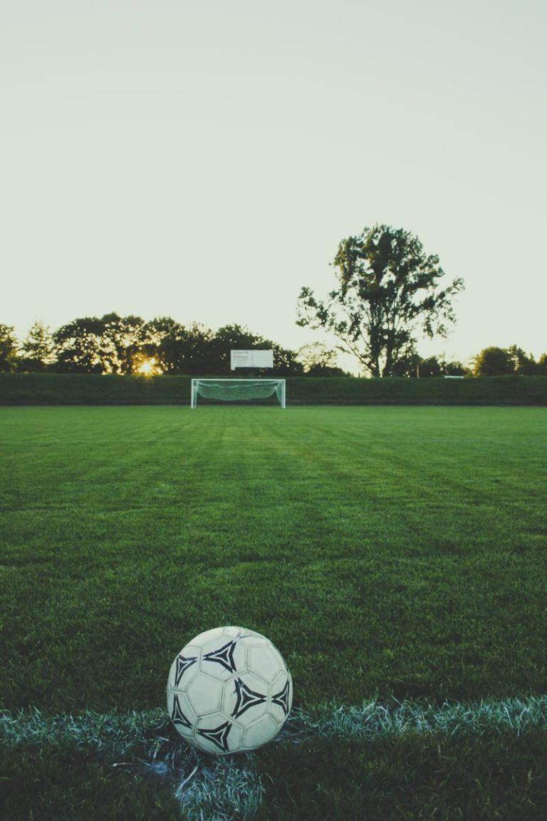 Podstawy piłki nożnej: te wskazówki pomogą Ci je zdobyć